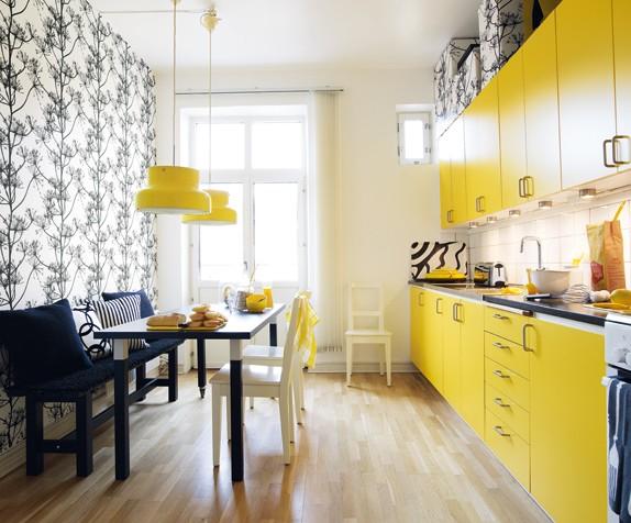 una opcin que me encanta para darle color y estilo a la cocina es la eleccin de un frigorfico de la marca smeg su diseo est inspirado