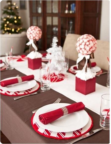 Mesa Navidad Rojo Y Blanco Estilo Escandinavo - Mesas-de-navidad-decoradas