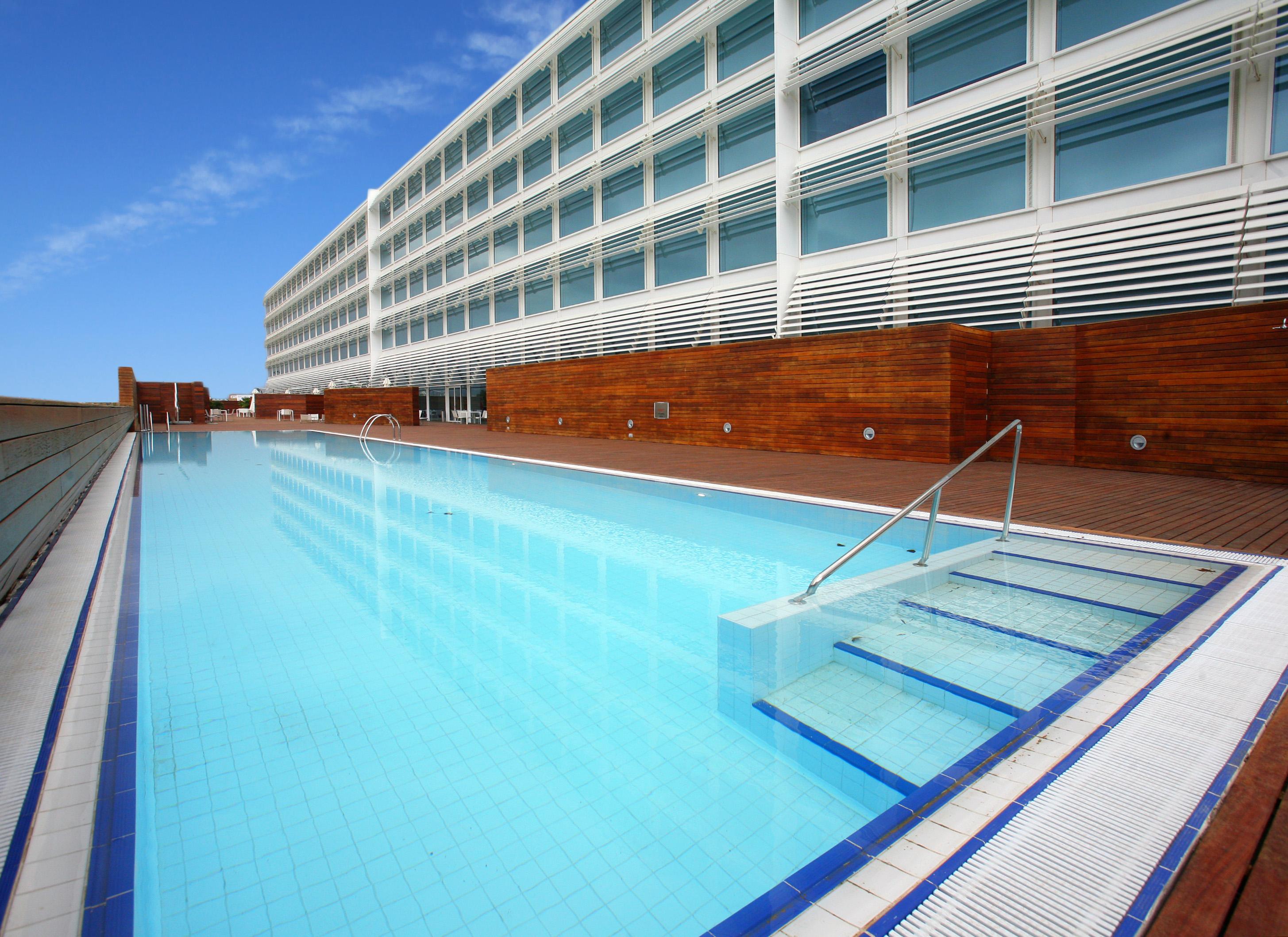 HOTEL HIBERUS Piscina Terraza del Ebro