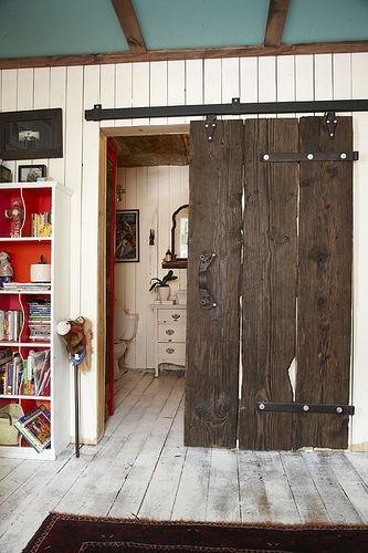 Reciclar puertas antiguas 09 estilo escandinavo for Puertas interiores antiguas madera