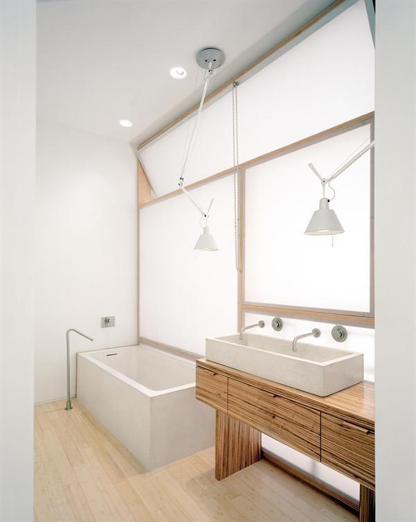 ba os en blanco y madera estilo escandinavo