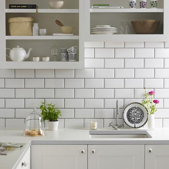 Azulejos biselados en la cocina estilo escandinavo for Baldosas para cocina