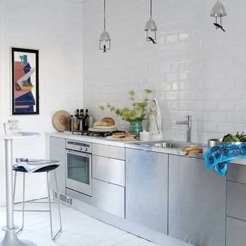 Azulejos biselados en la cocina estilo escandinavo for Azulejo blanco biselado