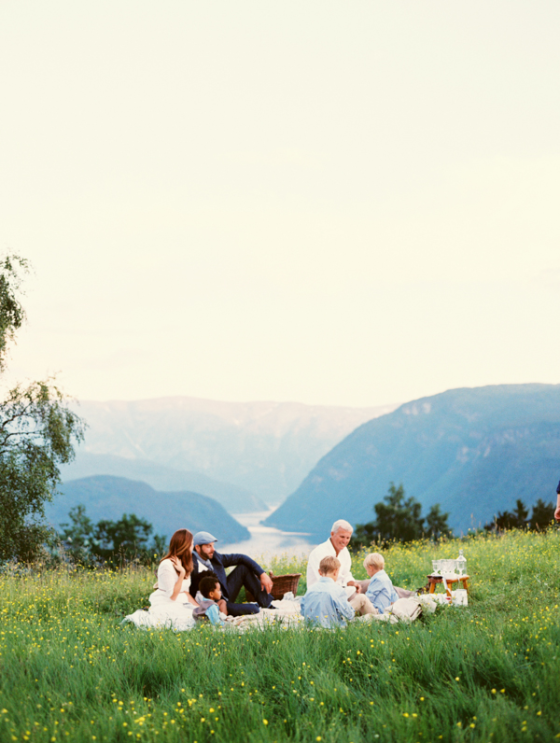 intimate-outdoor-norway-wedding-ideas